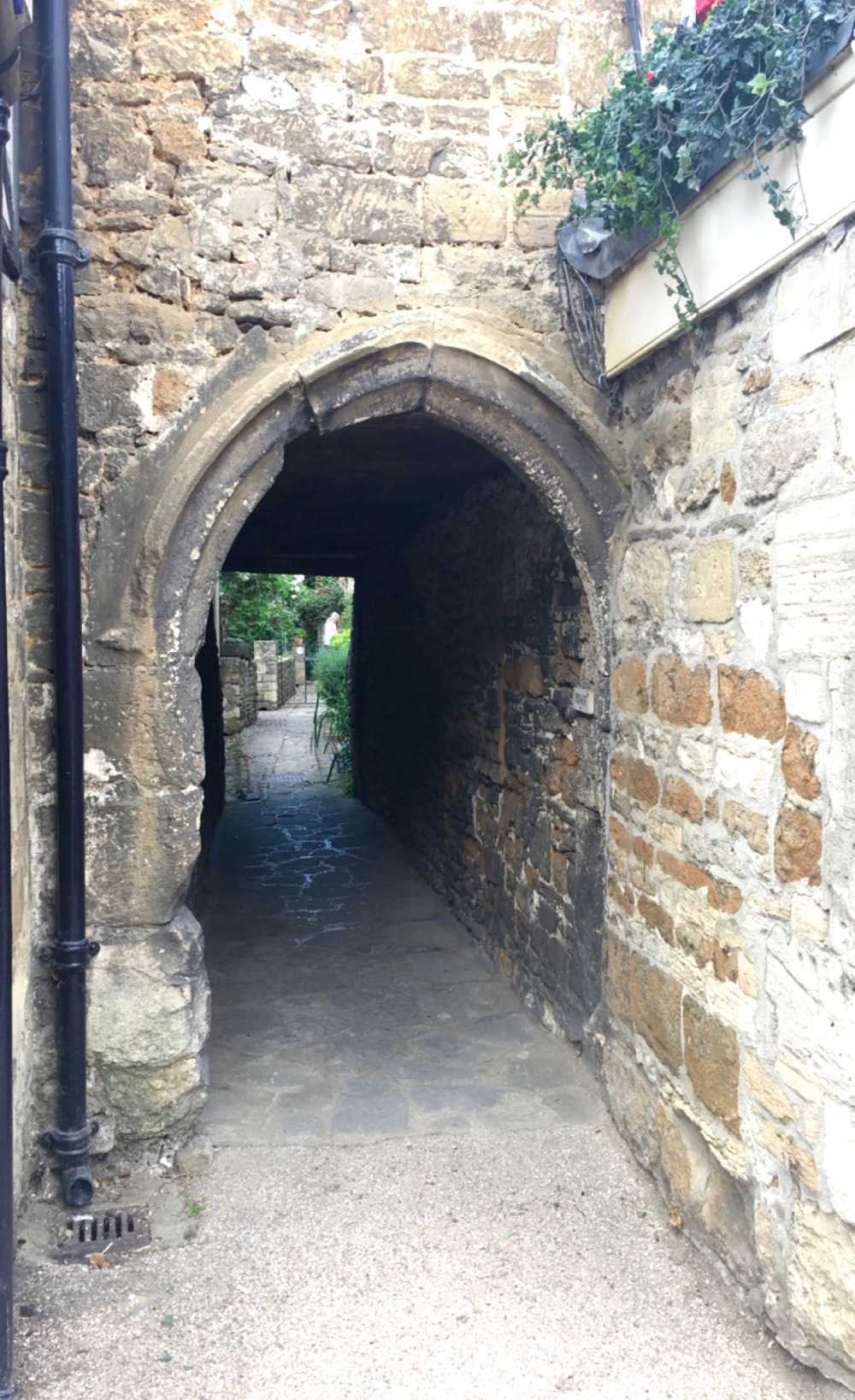 Burford_ancientalleyway